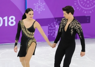 """A look between Tessa Virtue & Scott Moir that say's """"We've got this!"""" as they take to the ice for the Team Event. (Photo: Greg Kolz)"""