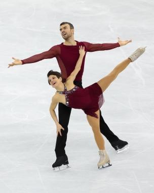 Meagan Duhamel & Eric Radford perform their Free Program during the Figure Skating Team Event. (Photo: Greg Kolz)
