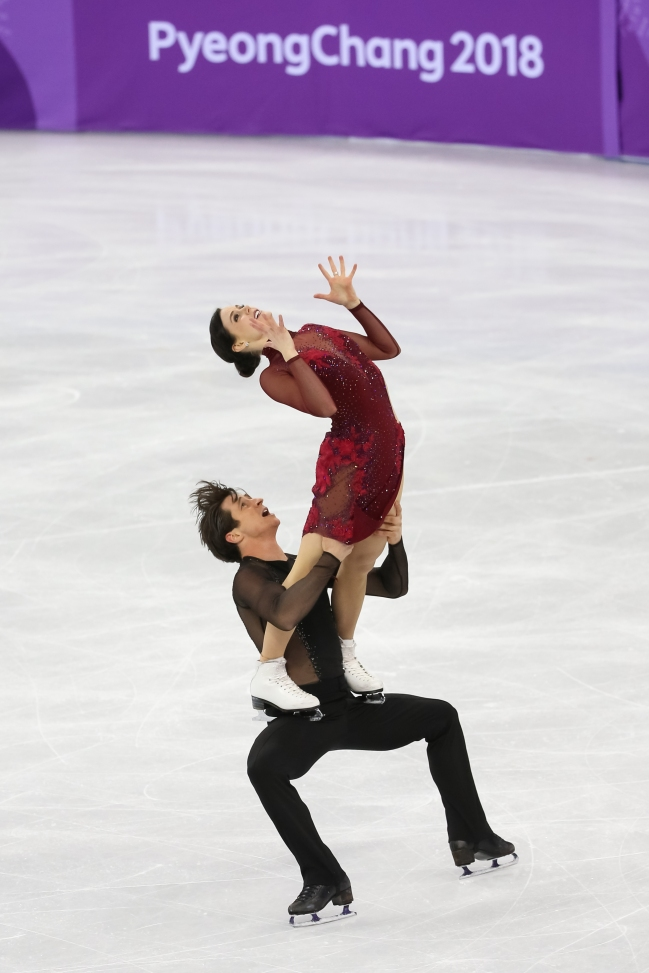 Tessa Virtue & Scott Moir wow the crowd during the Team Event. (Photo: Greg Kolz)