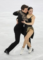 Tessa Virtue & Scott Moir were all smiles following their Short Dance in the Team Event. (Photo: Greg Kolz)