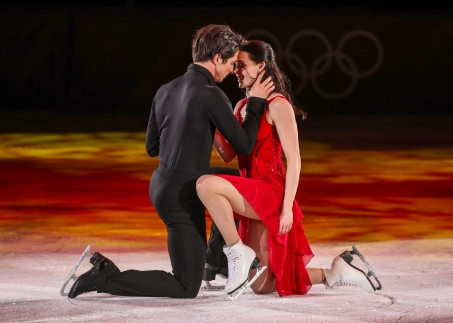 February 25, 2018: Ice dancers Scott Moir & Tessa Virtue share a final moment together on Olympic ice following their performance at the PyeongChang 2018 Figure Skating Gala. (PHOTO: Greg Kolz)
